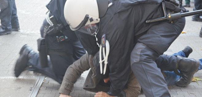 Bild von Polisin Öcalan'ın posterlerinin indirilmesi yönündeki talebi sonrasi